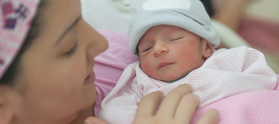 نوزاد زیبا رو