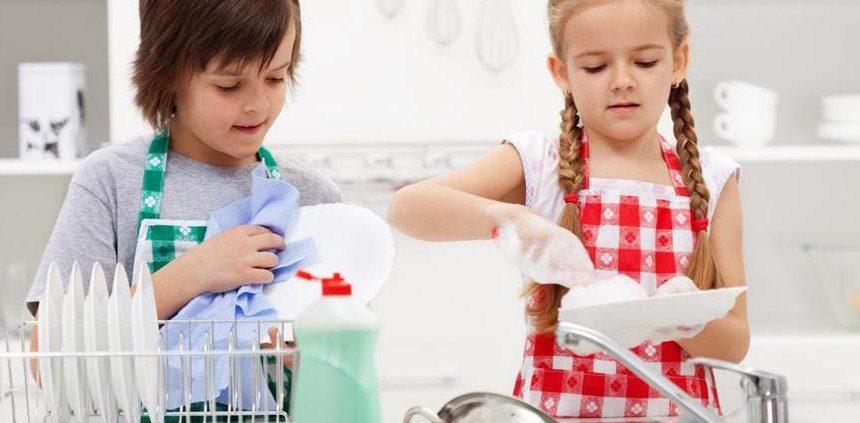 آموزش کار خانه به کودکان